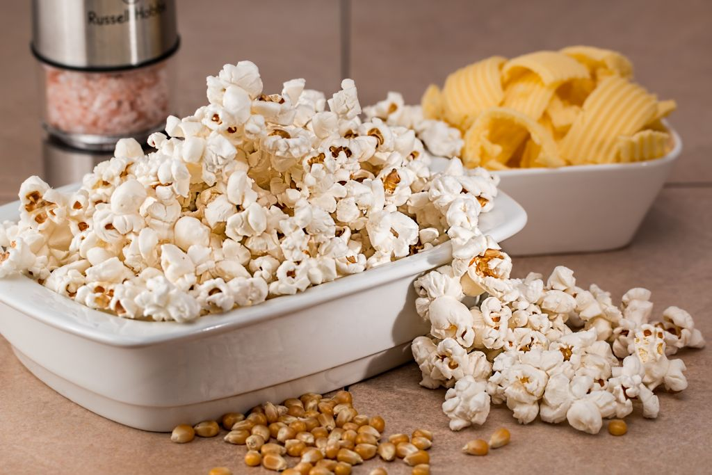 Popcorn with salt and butter